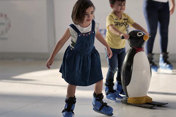 Llega pista de patinaje gratis en Esfera Monterrey