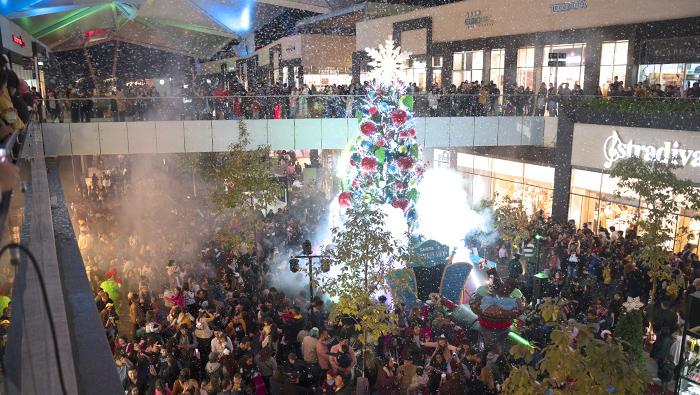 Life Centers - Encendido del árbol de navidad en Esfera Monterrey