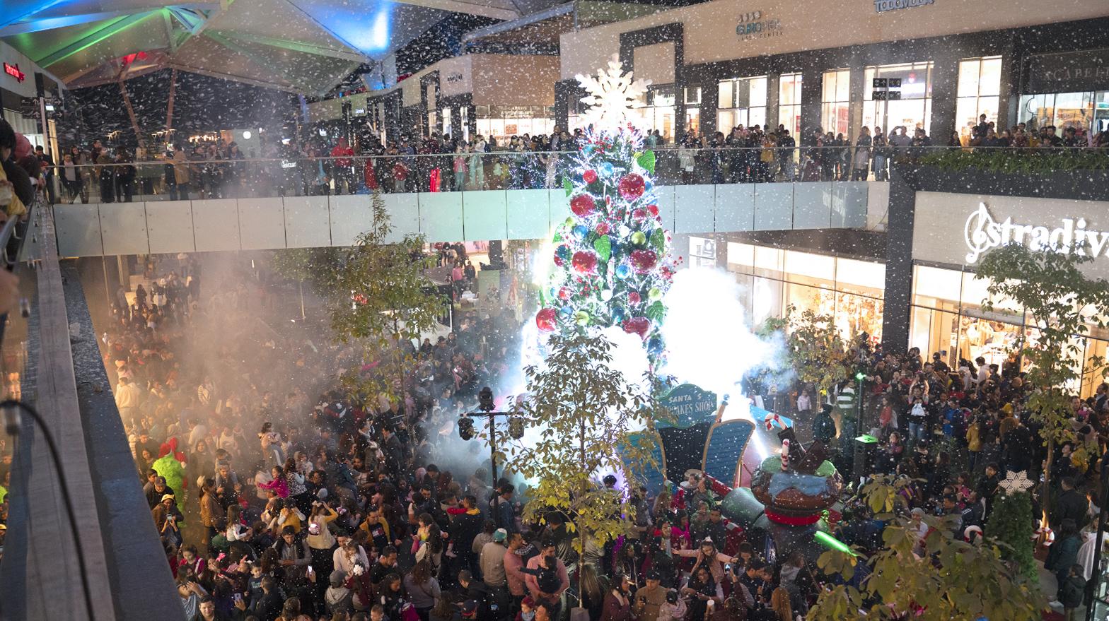 Encendido del árbol de navidad en Esfera Monterrey